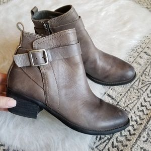 Vince Camuto Beamer Gray Ankle Booties 6B/36